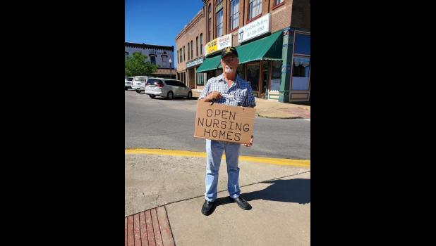 Jimmy Thompson on the West Plains square to protest his separation from his wife, Aggie (photo credit: Toyah Murray)